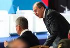 Сергей Лавров (справа)
