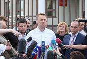 Alexei Navalny (center)