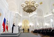 Президент России Владимир Путин во время выступления с ежегодным посланием Федеральному Собранию РФ в Георгиевском зале Кремля 12 декабря 2012