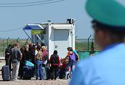 На временном контрольно-пропускном пункте на границе с Украиной в Джанкое