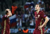 Футболисты сборной России Олег Шатов и Артем Дзюба