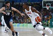 Эпизод из матча 1/4 финала между сборными США и Аргентины по баскетболу на Олимпиаде-2016
