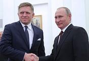Премьер-министр Словакии Роберт Фицо и президент России Владимир Путин (слева направо) во время встречи в Кремле