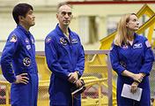 Астронавт Такуя Ониши, космонавт Анатолий Иванишин и астронавт Кэтлин Рубинс (слева направо)