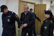 Вячеслав Гайзер (в центре)