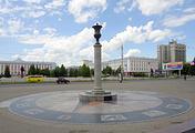 Стела нулевого километра на площади Советов в Барнауле