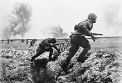 Советские солдаты идут в атаку, 1943 год