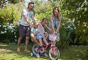 Александр и Мария Коренчук с дочерьми Викой и Мирой