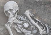 Захоронение мужчины, которое, по предварительным оценкам ученых, относится к III-II тыс. до н.э