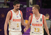 Баскетболисты сборной России Алексей Швед (слева) и Дмитрий Хвостов