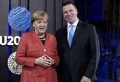 Канцлер Германии Ангела Меркель и премьер-министр Эстонии Юри Ратас на первом саммите по цифровым технологиям в Таллине