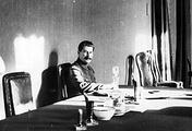 Иосиф Сталин в своем кабинете, 1932 год