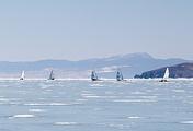 Парусная регата на льду Малого моря озера Байкал в марте 2017 года
