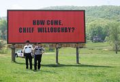 "Кадр из фильма ""Три билборда на границе Эббинга, Миссури"""