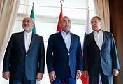 Главы МИД Ирана, Турции и России Джавад Зариф, Мевлют Чавушоглу и Сергей Лавров