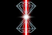 Схематичное изображение эксперимента в алмазных наковальнях с лазерным нагревом