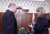 Президент России Владимир Путин и глава Центризбиркома РФ Элла Памфилова