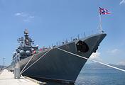 """Гвардейский ракетный крейсер """"Варяг"""" в порту Камрань"""