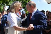 Министр иностранных дел Австрии Карин Кнайсль и президент России Владимир Путин