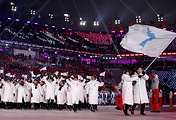 Делегации сборных КНДР и Республики Корея во время парада спортсменов на церемонии открытия Олимпиады-2018