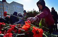 Во время церемонии возложения венков и цветов к Вечному огню у мемориала Боевой славы Тихоокеанского флот в рамках празднования Дня защитника Отечества