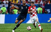 Игроки сборной Франции Стивен Н'Зонзи и сборной Хорватии Анте Ребич