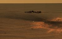 Место падения обломка теплового экрана (слева), защищавшего марсоход при вхождении в атмосферу Марса, 24 января, 2004 год