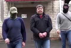 Hazvakha Cherkhigov (center)