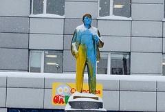 Памятник Ленину в Новосибирске после акта вандализма