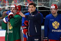 Игорь Никитин (в центре)