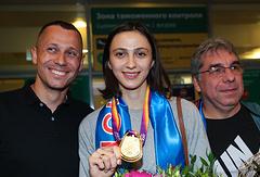 Главный тренер сборной России по легкой атлетике Юрий Борзаковский, Мария Ласицкене и ее личный тренер Геннадий Габрилян (слева направо)