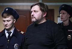 Никита Белых (в центре)