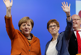 Канцлер Германии Ангела Меркель и премьер-министр земли Саар Аннегрет Крамп-Карренбауэр