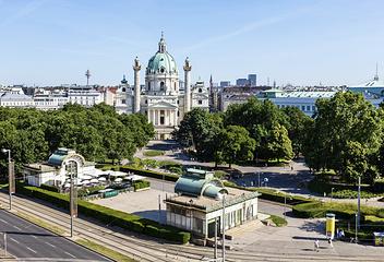 Вид на Карлсплатц в Вене