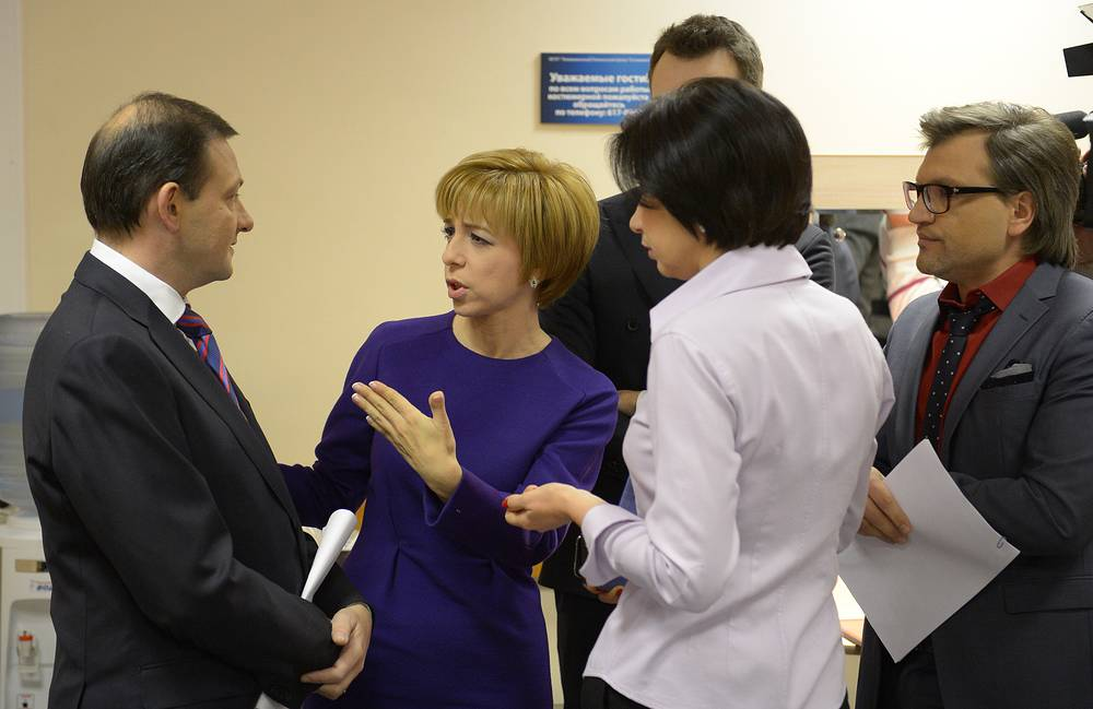 TV presenters Sergei Brilev (Rossiya 1), Marianna Maksimovskaya (REN TV),  Irada Zeynalova (Channel One) and Vadim Takmenev (NTV) (from left to right) before the live broadcast with Russian Prime Minister Dmitry Medvedev