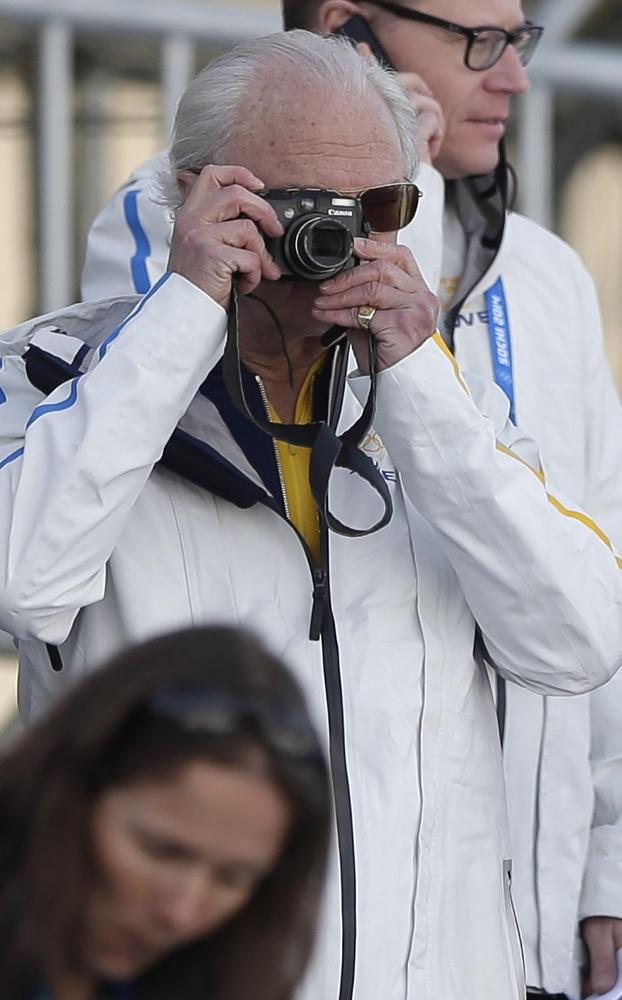 Swedish king Carl XVI Gustaf takes photos of men's 15 km ski race