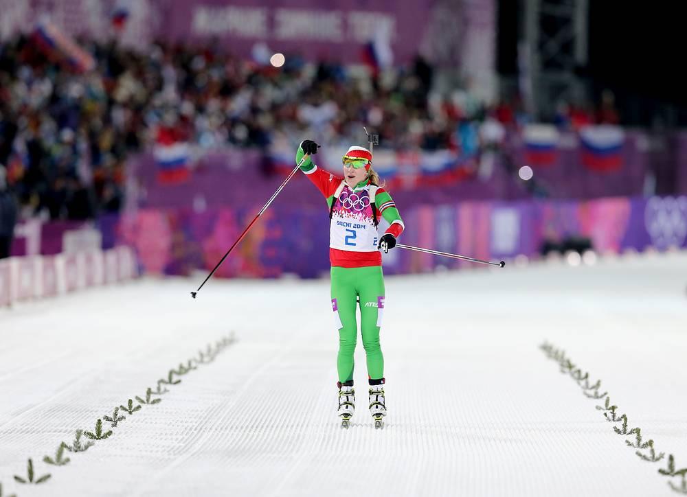 Darya Domracheva celebrates her victory in 12.5km mass start