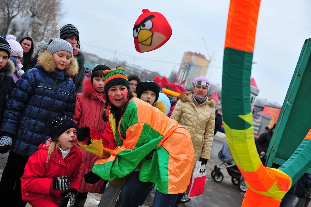 "A girl playing ""Angry Birds"" during Maslenitsa celebration in Ryazan"