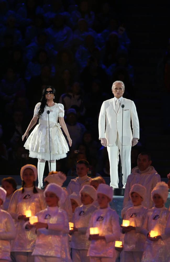 Blind Russian singer Diana Gurtskaya (L) and Spanish tenor Jose Carreras (R)
