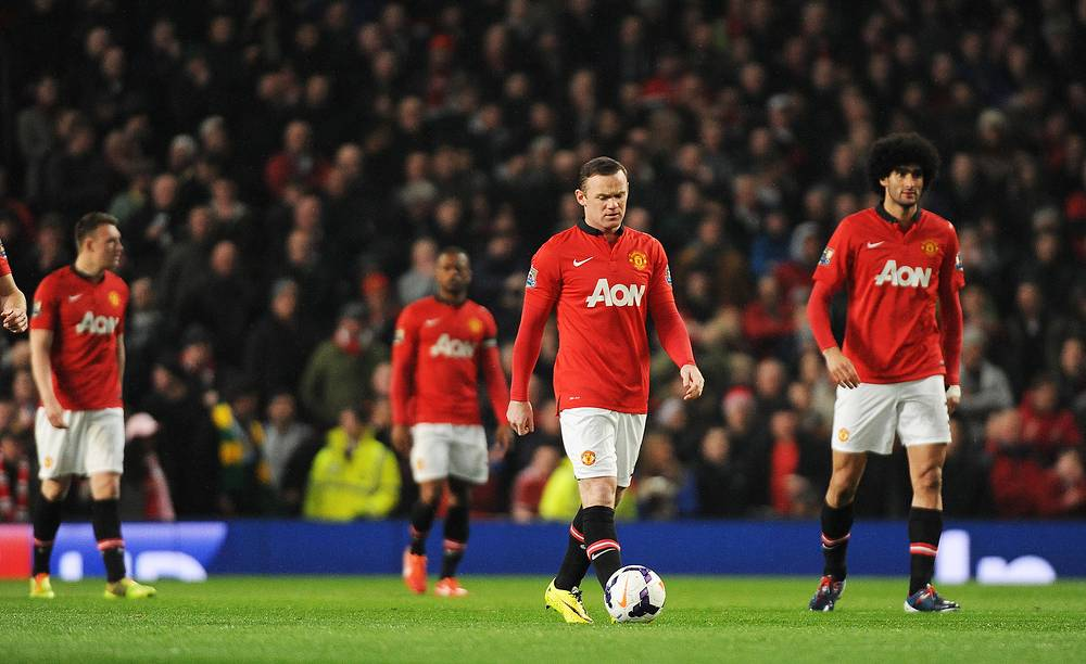 Manchester United's Wayne Rooney (C) and his teammates
