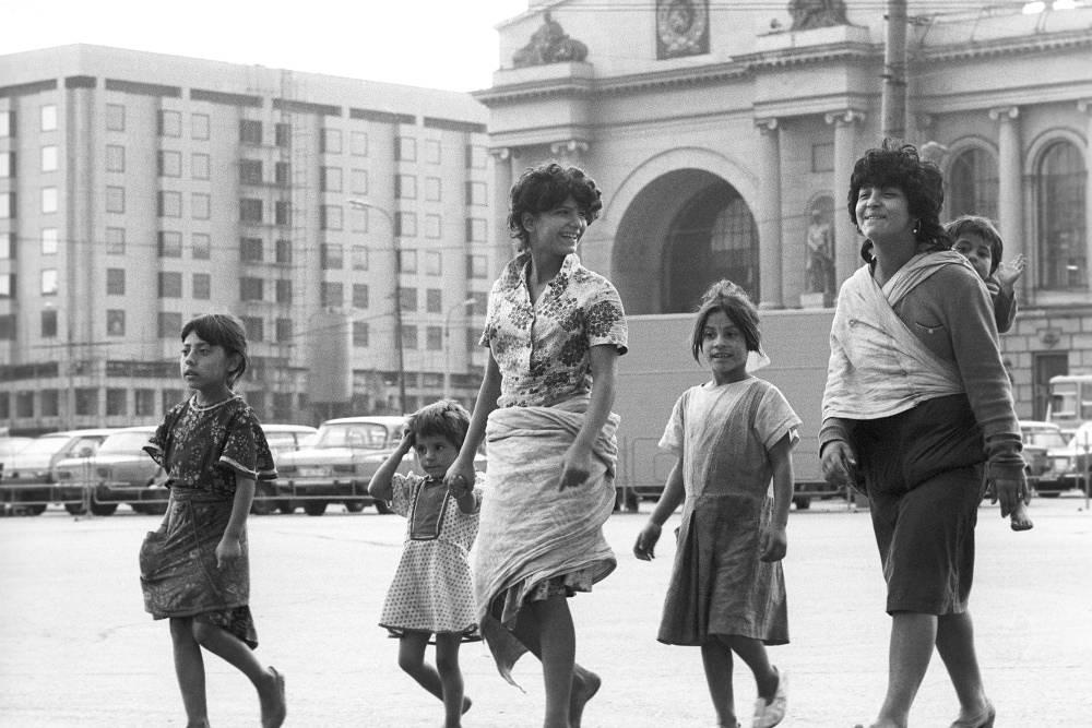 Around 220,000 Romani live in Russia. Photo: Romani in Moscow, 1989