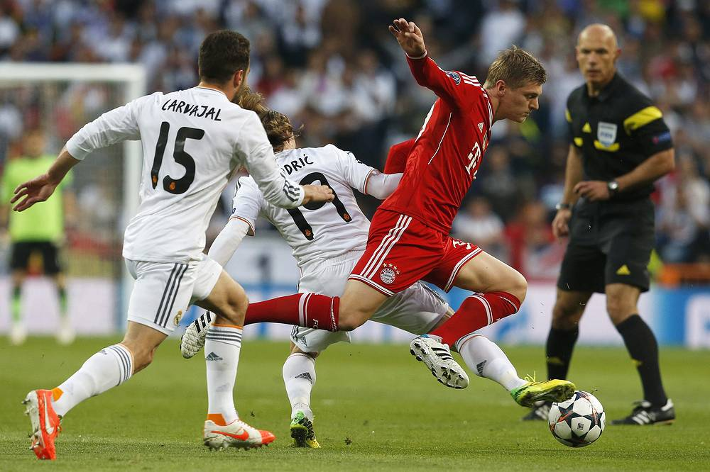 Bayern Munich's Toni Kroos running away from Daniel Carvajal (L) and Luka Modric