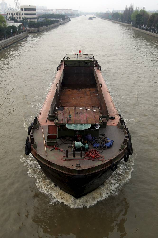 The Beijing-Hangzhou Grand Canal is the longest manmade waterway in the world (1,794 km) Photo: a barge moves through the Grand Canal