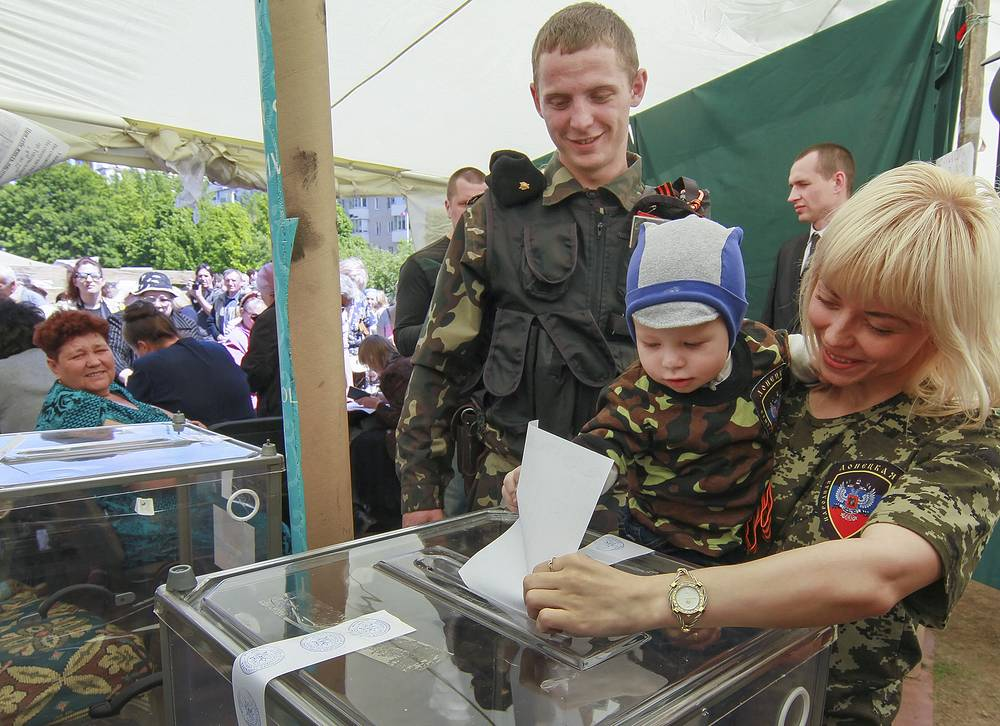 Voting in Donetsk
