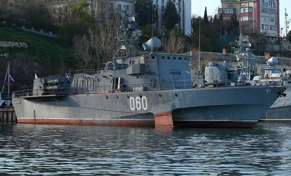 Small anti-submarine ship MPK-220 Vladimirets in Sevastopol harbour