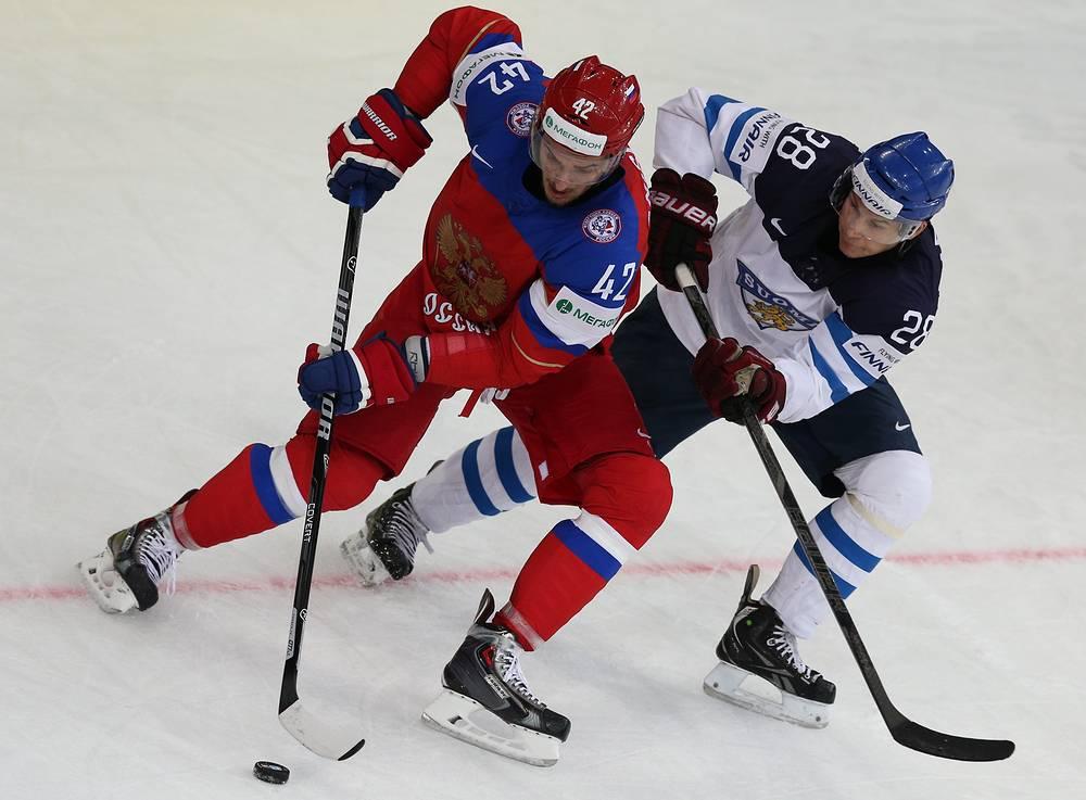 Russia's Artyom Anisimov (L) and Finland's Jyri Marttinen