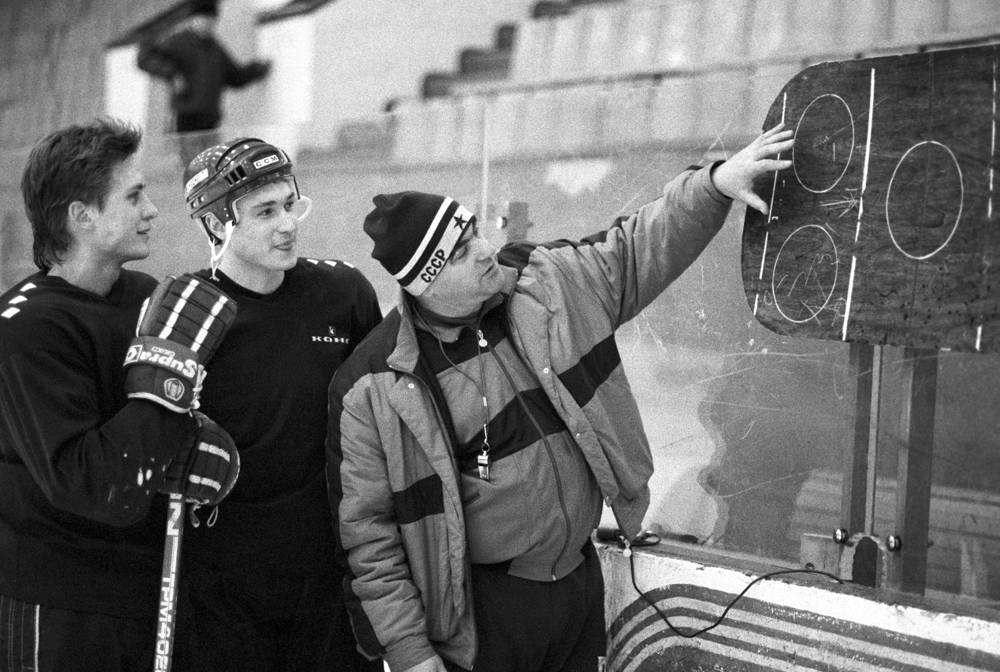 Vladimir Vasiliev coached the Russian ice hockey team in 1995-1996
