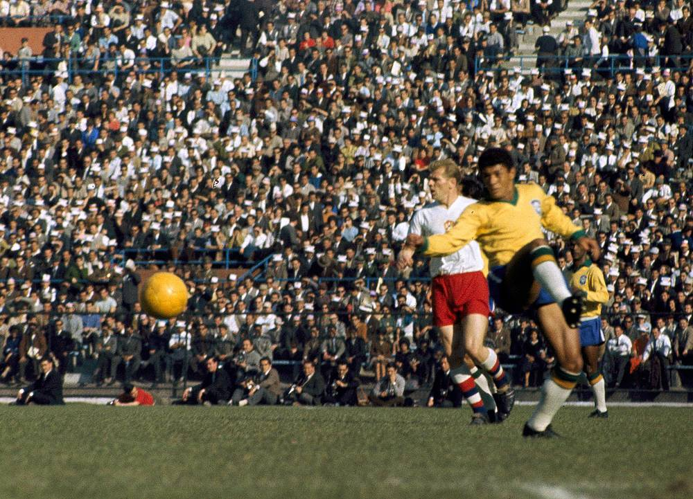 In 1962 the World Cup took place in Chile. Once again Brazil made it to the Final and defeated Czechoslovakia 3-1