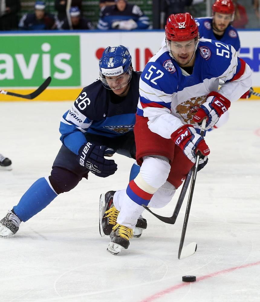 Sergei Shirokov (R) of Russia and Jarkko Immonen (L) of Finland
