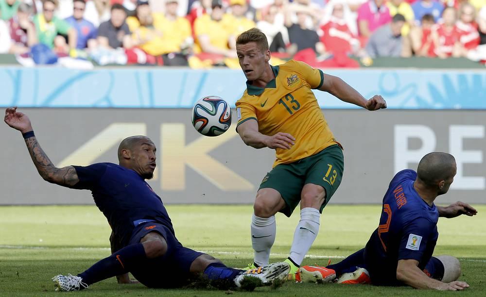 Oliver Bozanic (C) of Australia